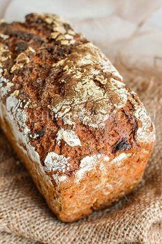 В ржаном хлебе с его сильным, ярким «характером» будут к месту не только классические добавки в виде семечек. Кусочки сладкого болгарского перца станут приятным напоминанием о летнем буйстве вкусов, цветов и ароматов.