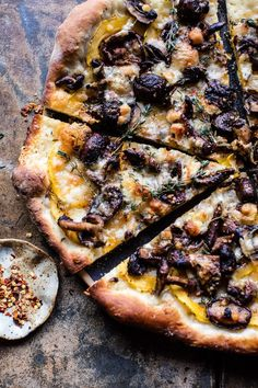 Balsamic Mushroom and Goat Cheese Pizza. - Half Baked Harvest - - This creamy pizza ticks all the boxes. Vegetarian Recipes, Cooking Recipes, Healthy Recipes, Cooking Ham, Paleo Food, Gourmet Pizza Recipes, Healthy Pizza, Lentil Recipes, Goat Cheese
