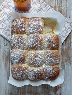 Buchteln, bollitos austriacos {Venganza} - Hierbas y especias Bread, Food, Spices And Herbs, Buns, Sweet Recipes, Kitchen, Grandmothers, Revenge, Meal