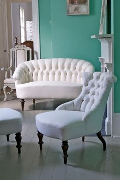 tufted furniture.....wowsers......white.....vintage....tufted....all together????  Wow!