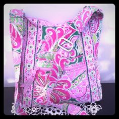 """VERA BRADLEY PURSE 12"""" X 11"""" PINK FLOWERED PURSE. ADJUSTABLE STRAP. HAS ZIPPER POCKET AND REGULAR POCKET ON FRONT. ZIPPERED POCKET ON BACK AND CLOSURE. HAS THREE POCKETS INSIDE CROSSBODY. GENTLY USED. VERA BRADLEY Bags Crossbody Bags"""