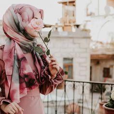 Image may contain: one or more people Niqab Fashion, Modest Fashion Hijab, Hijab Style Dress, Hijab Chic, Beautiful Muslim Women, Beautiful Hijab, Hijabi Girl, Girl Hijab, Cute Girl Pic