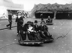 "People enjoy a ride on the ""wibble-wobble"" – early bumper cars – at the Japan-British Exhibition, London, in August 1910 Life Pictures, Old Pictures, Old Photos, Vintage London, Old London, London Life, London Street, Antique Photos, Vintage Photos"
