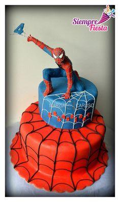 Ideas para pasteles de fiesta o de cumpleaños de Spiderman - Hombre Araña. Encuentra nuestros artículos para esa fiesta aquí: http://www.siemprefiesta.com/fiestas-infantiles/paquetes-buen-fin/paquete-de-spiderman-buen-fin-para-18-personas.html?utm_source=Pinterest&utm_medium=Pin&utm_campaign=SpidermanP