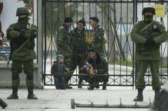 Крым, военные украинцы и оккупанты русские