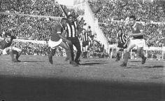 Penarol 1 Palmeiras 0 in June 1961 in Montevideo. Action from the Copa Libertadores Final, 1st Leg at Estadio Centenario.