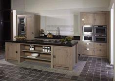 Keuken in eik My Kitchen Rules, Big Kitchen, Kitchen Cupboards, Kitchen Reno, Country Kitchen, Kitchen Storage, Kitchen Remodel, Kitchen Appliances, Kitchen Furniture