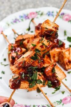 Wegan Nerd - Kuchnia roślinna : AMERYKAŃSKI KLASYK. TOFU W COLI. Tofu, Vegan Food, Vegan Recipes, Grill, Coca Cola, Shrimp, Bbq, Nerd, Dinner