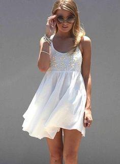 Vestidos império brancos - http://vestidododia.com.br/vestidos-curtos/vestidos-imperio-brancos/