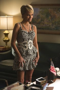 Kristin Chenoweth will return as her character, April Rhodes on Glee.