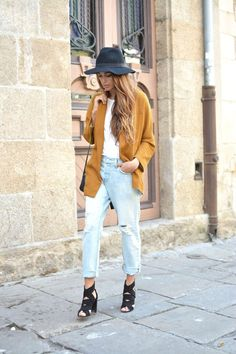 Floppy hat + sky high heels