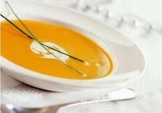 PATTI'S BUTTERNUT SQUASH BISQUE Fall rolls into Michigan and my mind turns to soup. I think first of the silky Butternut Squash Bisque my friend Patti made. She introduced me to squash soup, or tha… Best Butternut Squash Soup, Acorn Squash, Pumpkin Squash, Sopa Detox, Detox Soups, Soup Recipes, Cooking Recipes, Vegetarian Recipes, Recipies