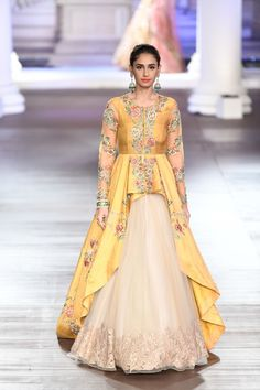 Designer duo Shyamal & Bhumika at India Couture Week The designer duo displayed their latest fashion trends in the men's & women's designer wear. Lehnga Dress, Lehenga Choli, Sabyasachi, Bridal Lehenga, Jacket Lehenga, Net Lehenga, Sharara, Party Wear Lehenga, Party Wear Dresses