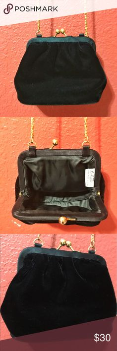 La Regale Vintage Clasp Purse Lovely velvet clasp purse for a night on the town! Gold link chain with an inner pocket. In excellent condition La Regale Bags Mini Bags