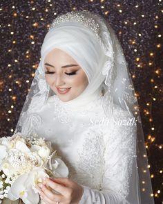 Hijabi Wedding, Muslimah Wedding Dress, Wedding Abaya, Disney Wedding Dresses, Muslim Brides, Pakistani Wedding Dresses, Bridal Dresses, Muslim Couples, Nigerian Weddings