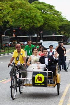 REAL WEDDING, RAINBOW THEME: ELVINE NEO & LYNN TOH | Raspberry Wedding  Trishaws