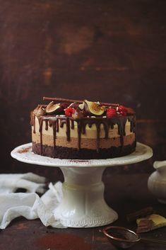Fruit cake decorating cupcake ideas for 2019 Birthday Cake Decorating, Cake Decorating Supplies, Cookie Desserts, Easy Desserts, Chocolates, Fruit Cake Watermelon, Cake Decorated With Fruit, Romanian Desserts, Fruit Juice Recipes