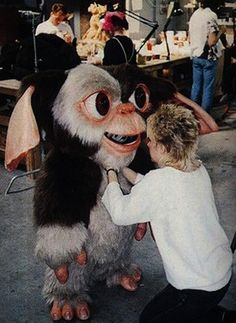 Behind the scenes:most people don't realize how huge Gizmo's head was on some of the close-ups - Zach Galligan #Gremlins