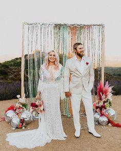 trouwprieel decoratie met discoballen Wedding Paper, Boho Wedding, Wedding Ceremony, Ceremony Backdrop, Wedding Decor, Wedding Backdrops, Backdrop Ideas, Woodland Wedding, Wedding Shoot