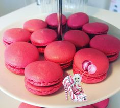 #macarons #framboise #amandeenpoudre #meringue #meringuefrancaise #raspberrycurd #homemade #homemadefood #homemadecooking #instafood #dessert #patisserie #douceursucrees Meringue, Macarons, Cake, Desserts, Food, Raspberry, Almond, Gentleness, Recipes