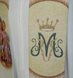 Estola sacerdotal de la Virgen del Carmen con el Niño / Clergy stole of Our Lady Of Mount Carmel (2/4) http://www.articulosreligiososbrabander.es/estola-mariana-virgen-carmen-nino-anagrama.html