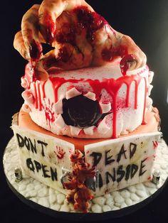 Diese gruselige Torte stammt von Carmelina. Absolut genial! Versäumt nicht unser Halloween-Set Cupcakes!  http://www.pati-versand.de/Sonderangebote/Halloween-Set-Cupcakes::1930.html?utm_source=Facebook&utm_medium=Post&utm_campaign=FBHalloween