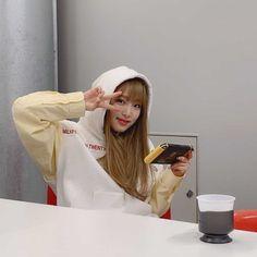 Kpop Girl Groups, Kpop Girls, Kcon Ny, Japanese Names, Sign Off, Japanese Girl Group, Pledis Entertainment, My Mood, The Wiz