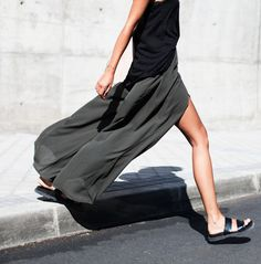 I want this skirt.  If anyone knows where to get it message me!