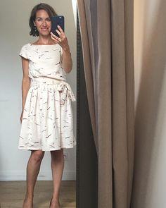 Je me rends compte que je suis pleine de paradoxes : publier une photo de pull en Alpaga en pleine canicule et d'une robe très légère alors qu'on se croirait en octobre... Bref, voilà ma robe Burda (robe 115 - juillet 2015) réalisée dans la double gaze Graphite rose issue de la nouvelle collection de atelier brunette  burda burdastyle graphite rose