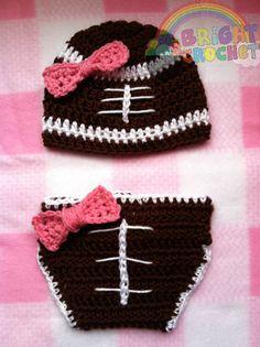 Baby Mädchen Fußball häkeln Hut und Windel von BrightCrochet