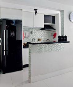 Cozinha americana com tons em preto