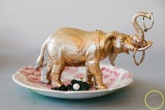 easy cute gift idea- make a soap dish or a jewelry holder by spray painting toy animals