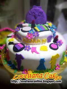 girly cake  from http://loveliana-online.blogspot.com/