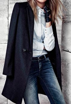 Navy Blue Coat white shirt and vintage jeans Outfit Street Style Looks Style, Style Me, Classic Style, Classic Fashion, Vintage Fashion, Bregje Heinen, Estilo Glamour, Looks Jeans, Estilo Jeans
