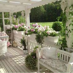 Cozy Summer Porch. found on arredamentoprovenzale.net