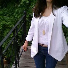 """Tenue du jour avec mon deuxième jeans burda, ma veste """"à la Elvis"""", mon débardeur plumetis dressing chic et un joli cadeau que j'adore autour de mon cou :-) #burda #debardeurdressingchic #jeportecequejecouds #mmmay16 Dressing Chic, Jeans, Instagram Posts, Sweaters, Inspiration, Fashion, Ootd, Pretty, Jacket"""