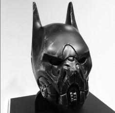 batman capacete angustiado