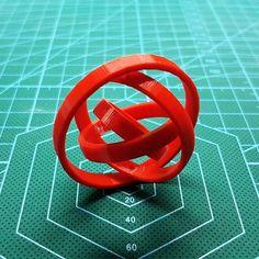 Puede que la NASA no esté de acuerdo pero yo creo que existen infinitos universos paralelos no necesariamente concéntricos como sucede con este gimbal. . . . #3dprinted #instapic #prototipado #modelado3d #productmanufactoring #3dprints #3dmodeling #3dpintingindustry #prototipadorapido #prototipos  #3dprinter #3dprint #tools #impresion3d #fabricacionaditiva #proyectoscreativos #impresora3d #3dmodels #3ddesign #3dprinters #herramientas #additivemanufacturing #proyectos #productdesign…