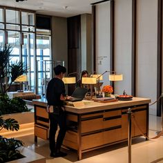 In March I checked into the Andaz Large Suite King at Andaz Singapore, which occupies levels of the gleaming mixed-use development DUO Tower. Hotel Reception Desk, Reception Desk Design, Lobby Reception, Reception Counter, Lobby Interior, Counter Design, Hotel Lobby, Restaurant Design, Secret Life
