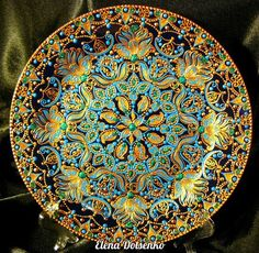 Glass Painting Designs, Dot Art Painting, Mandala Painting, Pottery Painting, Paint Designs, Mandala Dots, Mandala Design, Round Canvas, Plate Wall Decor