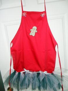 Christmas Apron: Great for Christmas parties and baking cookies in! =)