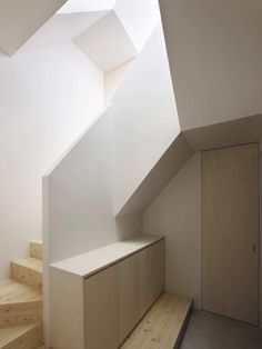 House in Aoto by Masayoshi Takahashi / Katsushika, Tokyo, Japan (look at the light. Amazing!)