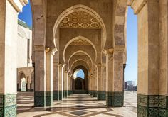 From ancient medinas to modern mosques, discover the 10 unmissable things to see and do in Casablanca.