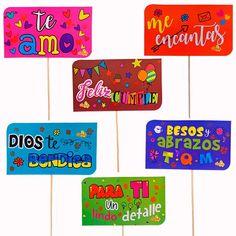 Distribuidor de peluches bogotá,  afiches, tarjetas, cajas con mensaje y chocolates, bolsas de regalo, cajas de empaque, detalles en general, expresión social. Pine, Presents, Lettering, Stickers, Cool Stuff, Crafts, Ideas, Molde, Candy Gift Baskets