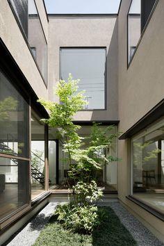 中庭: atelier137 ARCHITECTURAL DESIGN OFFICEが手掛けた庭です。 Japanese House, Art Of Living, Outdoor Spaces, Landscape Design, Minimalism, Modern Design, House Design, Architecture, Garden
