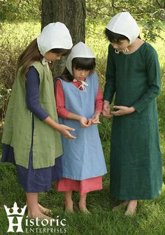Clothing : Historic Enterprises, We're making history Source by coyotesluck Dresses Medieval Costume, Medieval Dress, Historical Costume, Historical Clothing, Simple Outfits, Kids Outfits, Couture, 15th Century Clothing, Linen Apron Dress