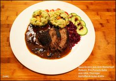 Sauerbraten aus dem Römertopf mit Pilz-Punsch-Soße und rohen Thüringer Kartoffel-Kräuter-Klößen