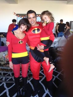 Jessica Alba & Family: 'The Incredibles' for Halloween!: Photo Jessica Alba, her husband Cash Warren, and their daughters Honor and Haven become The Incredibles for a Halloween party on Saturday (October in West Hollywood,… Matching Halloween Costumes, Best Celebrity Halloween Costumes, Hallowen Costume, Family Halloween Costumes, Halloween Kostüm, Costume Ideas, Incredibles Costume Family, Mother Daughter Halloween Costumes, Girl Superhero Costumes