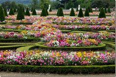 Jardim  Palácio Versalhes florido, França - Múltiplos Estilos: Os Jardins de Versalhes  A beleza das flores de Versalhes
