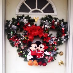 My first DIY Christmas Wreath! Disney Christmas Village, Disney Christmas Decorations, Hallmark Christmas, Christmas Themes, Christmas Holidays, Mickey Mouse Wreath, Mickey Mouse Christmas, Disney Diy, Christmas Crafts
